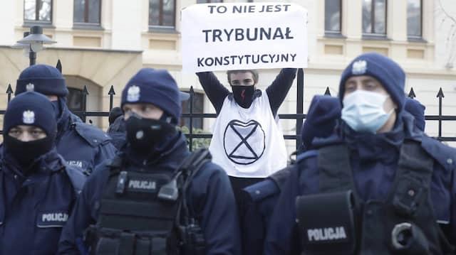 """""""Dies ist kein Verfassungsgericht"""": Demonstration in Warschau im vergangenen März"""