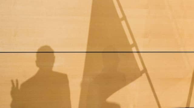 Bodo Ramelows Schatten bei der Vereidigung als Ministerpräsident Thüringens im Erfurter Landtag