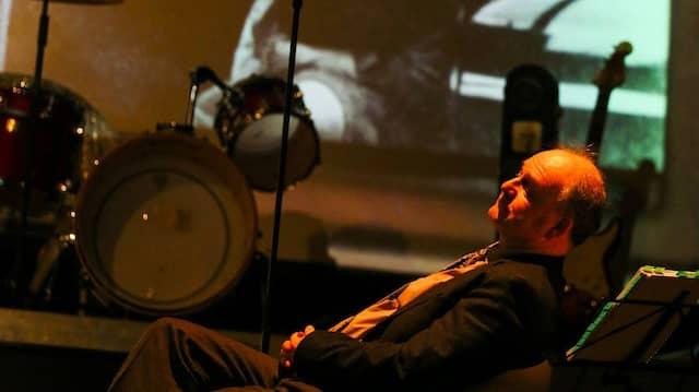 Ratlos: Michael Quast macht sich als Theo Gross auf die Suche nach der Lösung eines bis heute ungeklärten Mordfalls.