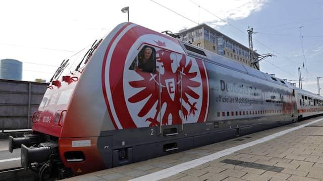 Zurück an Bord: Armin Veh weiß, was ihn in Frankfurt erwartet. Nicht nur der Mannschaftsbus ist ihm vertraut.