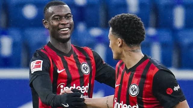 Punktgarant: Mit Evan Ndicka (rechts Tuta) spielt die Eintracht erfolgreicher als ohne ihn.