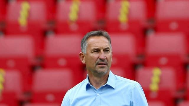 Trainer Beierlorzer, alleingelassen im Mainzer Stadion.