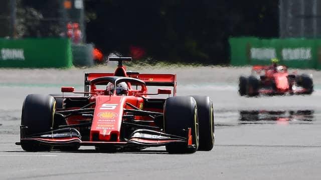 Noch vorneweg? Sebastian Vettel fällt der Kampf mit Charles Leclerc immer schwerer.