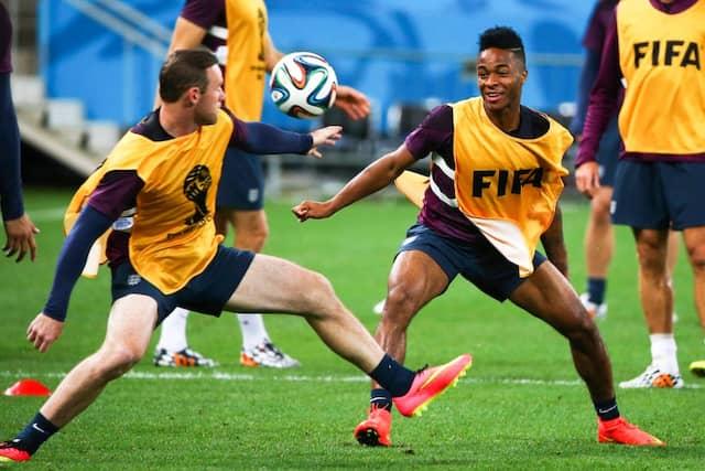 Auch einer wie der junge Kollege Raheem Sterling macht Rooney das Leben schwerer