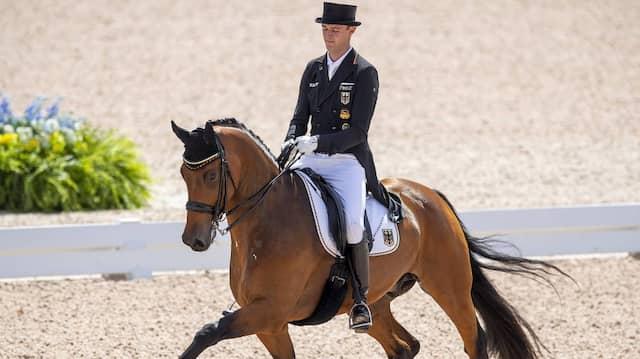 Ein Team: Sönke Rothenberger reitet auf seinem Pferd Cosmo bei der WM 2018.