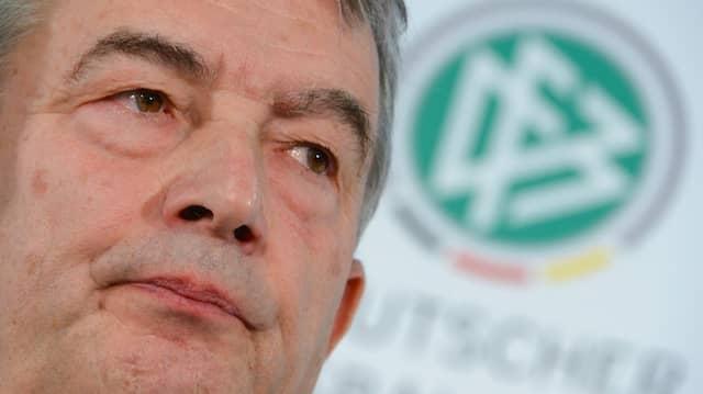 Die Glaubwürdigkeit von Wolfgang Niersbach wird weiter belastet.