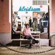 """""""Seit 16 Jahren ist der Kopf im Laden"""": Einzelhändlerin Sandra Dhingra vor ihrem Düsseldorfer Geschäft."""