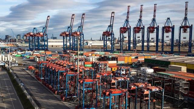 Blick über den Container Terminal Tollerort am Hamburger Hafen