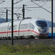 Ein ICE 3 auf der neuen Strecke Berlin-München