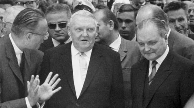Ludwig Erhard auf der Internationalen Automobil Ausstellung in Frankfurt im September 1963.