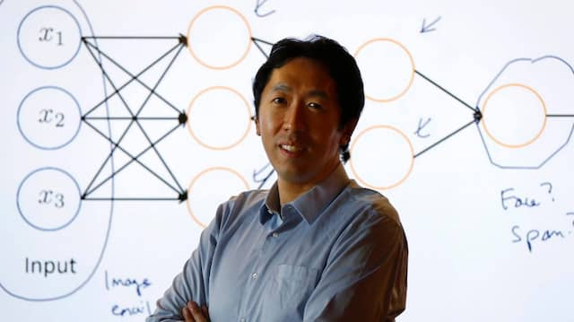 Andrew Ng vor einer Deep-Learning Illustration im Baidu-Labor im Silicon Valley