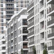 Neu errichtete Mehrfamilienhäuser im Europaviertel in Frankfurt: In den meisten Teilen Deutschlands ist das Wohnen zur Miete erschwinglicher geworden.