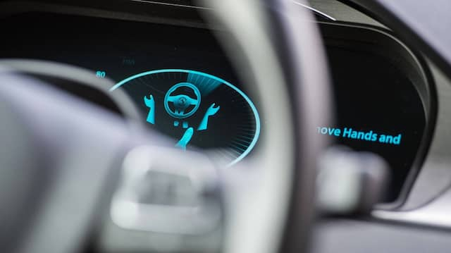 Digitales Armaturenbrett eines VW Passat