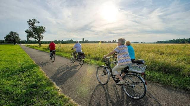 Der Sonne entgegen: Immer mehr Rentner treiben Sport und leben länger.