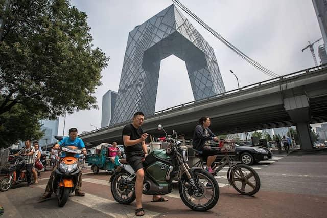 Seltsame Architektur? Das gehört verboten, befand Chinas Regierung. Der Hauptsitz von China Central Television bleibt trotzdem stehen.