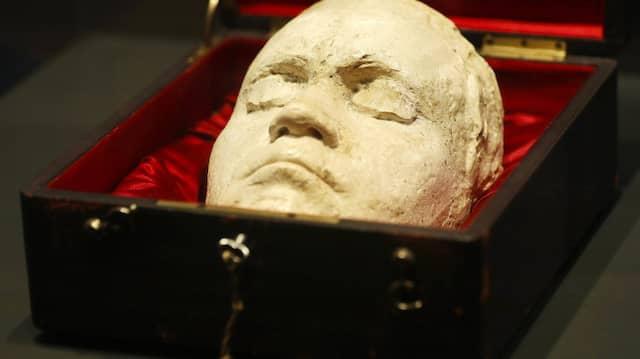 Als diese Lebendmaske im Jahr 1812 entstand, war Beethoven 42 und noch nicht völlig taub. Zehn Jahre zuvor hatte er sich körperlich so schlecht gefühlt, dass er sich mit Suizidgedanken trug.