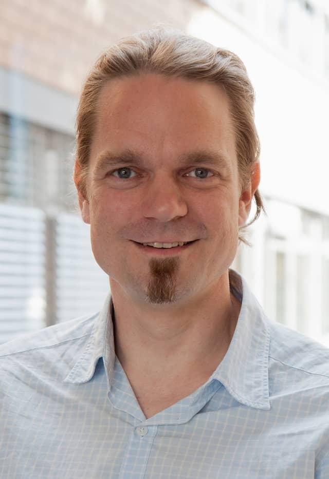 Prof. Dr.-Ing. Christian Bauckhage ist Professor für Informatik an der Universität Bonn und Lead Scientist für maschinelles Lernen am Fraunhofer Fraunhofer-Institut für Intelligente Analyse- und Informationssysteme (IAIS).