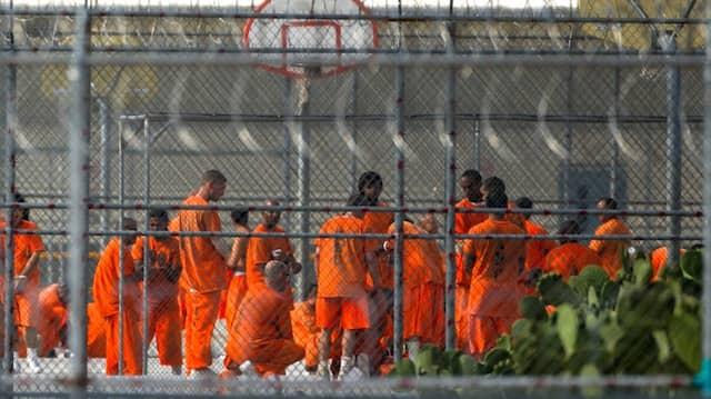 In überfüllten Gefängnissen kann sich das Virus ungestört verbreiten.