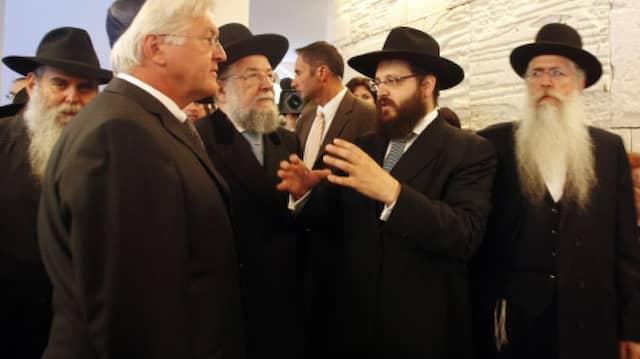 Im Dialog: Steinmeier mit Rabbi Yehuda Teichtal