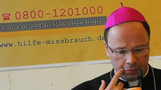 Vor sieben Monaten stellte der Bischof von Trier, Stephan Ackermann, die Telefon-Hotline der katholischen Kirche vor