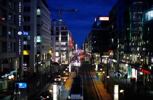 Keine Gegend mehr, in die junge Leute ziehen: Die Friedrichstraße in Berlin-Mitte