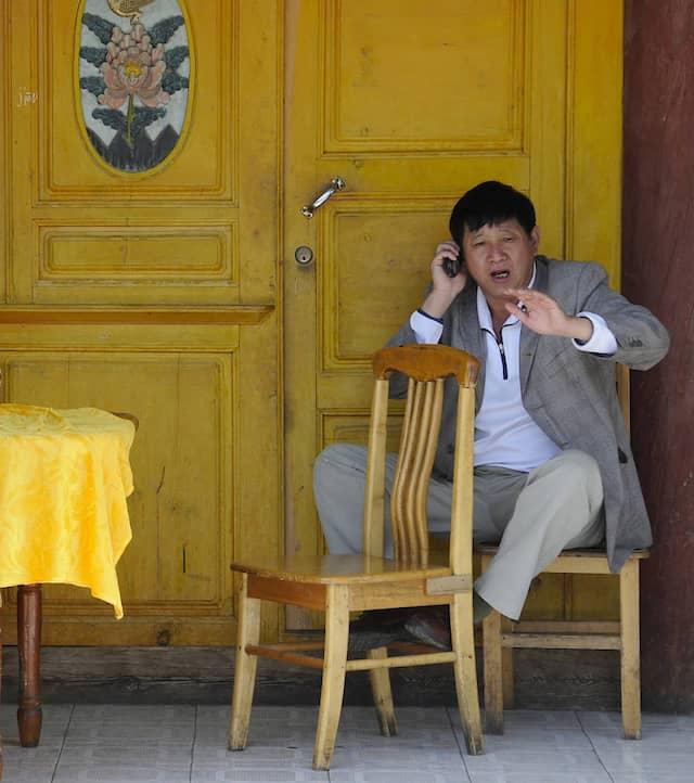 Einfach Wasser nachschütten, dann reicht der Tee für alle: Mittagspause in Shangri-La.