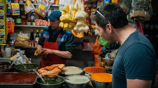 Mittags in Huancayo: Wer anstrengende Abenteuertouren erlebt, muss sich auch stärken.