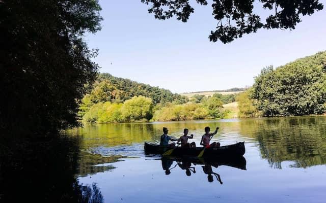 Spätestens ab Pfingsten gibt es im Lahntal keinen Flussabschnitt ohne Kanus mehr.